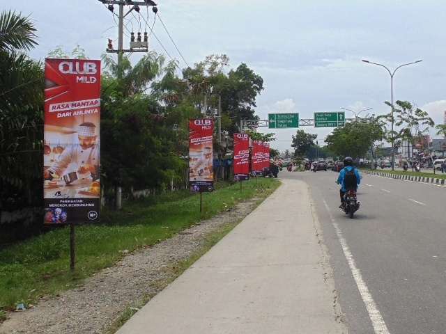 Reklame Vertical Banner Club Mild - Zealot Advertising Pekanbaru